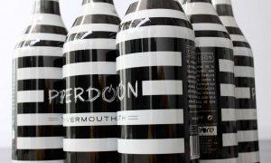 Vermutea pidiendo Vermouth Perdón